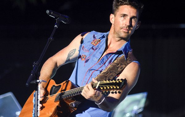 Jake Owen returns to Vero Beach High School.