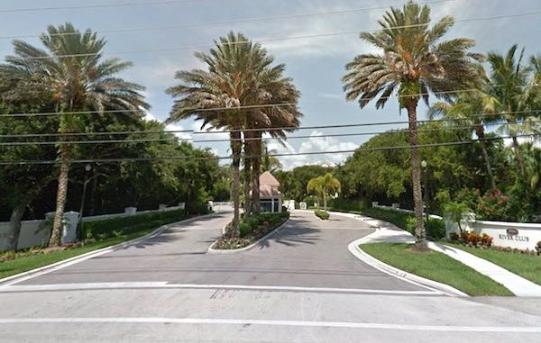Vero Beach man dies of heart attack during lightning store in Indian River Shores.