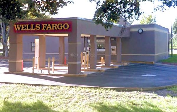 Vero Beach Wells Fargo call police about an ATM theft.