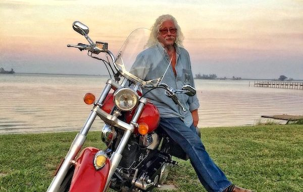 Arlo Guthrie back on tour.