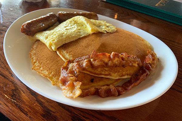Breakfast review at Mo-Bay Grill in Sebastian, Florida.
