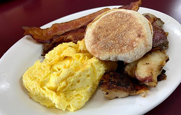 Cafe in Paradise breakfast review in Sebastian, Florida.