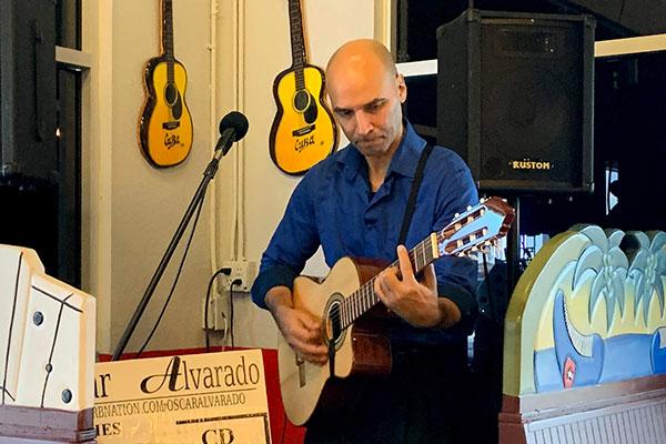 Oscar performing at Las Palmas.
