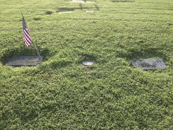 Earls Roberts grave in Sebastian, Florida.