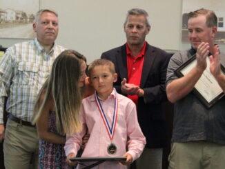 Gage Kepley receives Hero Award